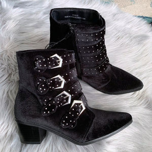 Forever 21 || NEW Black Ankle Booties with Buckles
